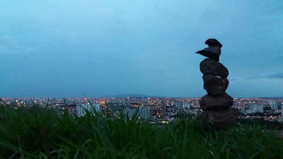 o topo do morro e a cidade